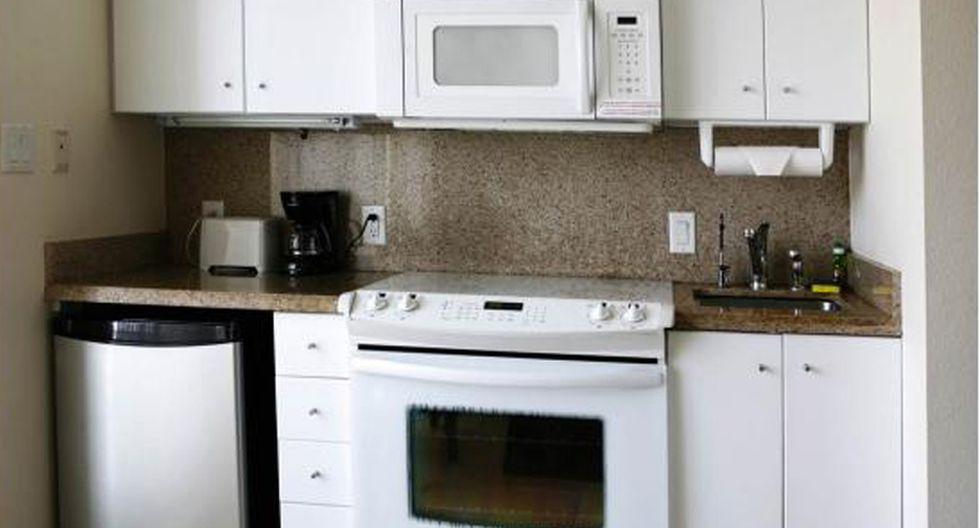 Muebles a medida. Evita dejar centímetros entre mueble y mueble. Qué cada uno de ellos encaje perfectamente en su lugar para que no desperdicies espacio que puede ser útil para otras cosas. (Foto: Shutterstock)