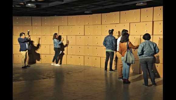 El artista suizo, Zimoun, busca que cada visitante logre una experiencia única a partir de su conexión con lo que ve y oye en las salas.