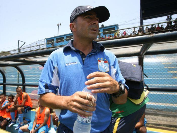 Una dolorosa goleada por 3-0 ante U. San Martín fue el motivo de la despedida de Jorge Sampaoli, en mayo de 2007. (USI)