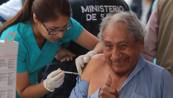 Ministerio de Salud instaló en centros comerciales 13 puntos de vacunación para el grupo adulto vulnerable. (Foto: Andina)