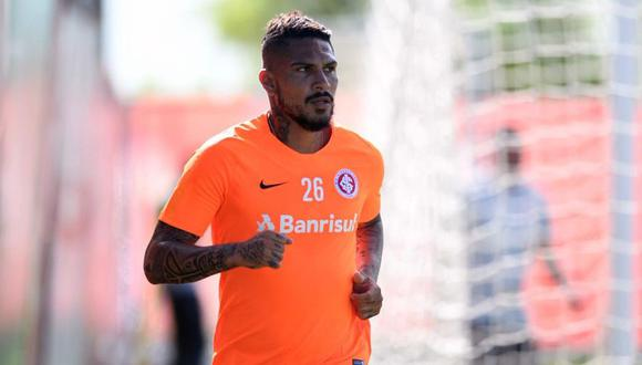 Paolo Guerrero ha entrenado por primera vez con Inter de Porto Alegre en el año. El 'Depredador' se siente apto para retornar a los gramados, pero todavía sigue castigado por dopaje. (Foto: Globoesporte)