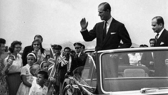 Lima, 21 de febrero de 1962. El Príncipe Felipe, duque de Edimburgo, llegó a Lima y fue recibido calurosamente en el aeropuerto de Limatambo en febrero de 1962.  (Foto: GEC Archivo Histórico).