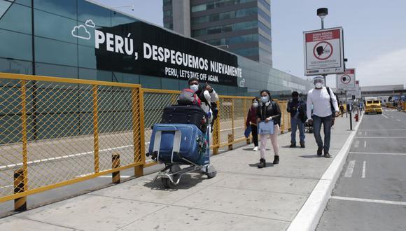 La medida comprende a peruanos, extranjeros residentes, y extranjeros no residentes cuyo destino final sea el territorio nacional. (Foto: El Comercio)