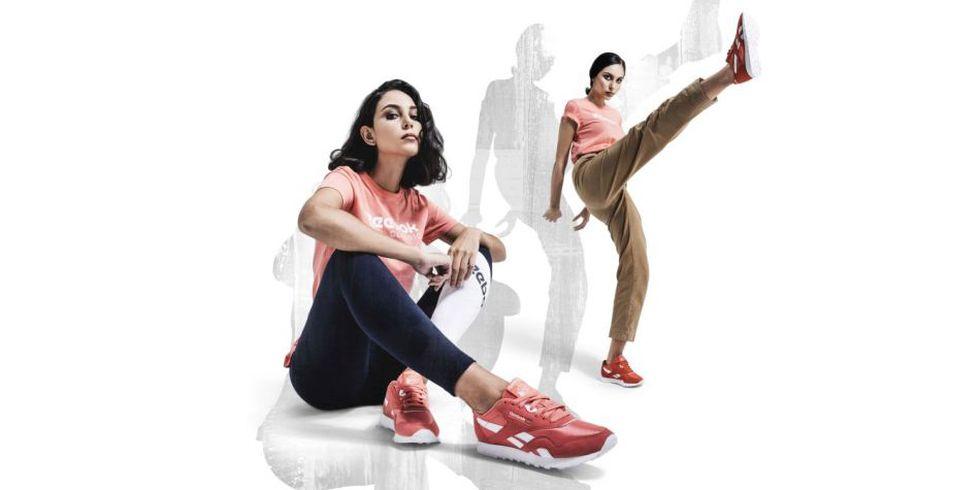 Las zapatillas de color entero van muy bien tanto con ropa deportiva como en tu look más casual para la universidad. (Foto: Reebok)