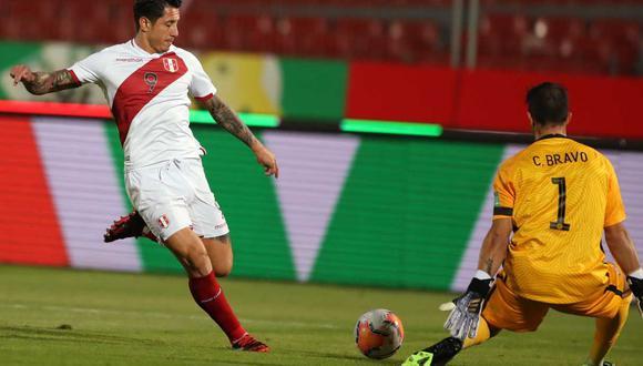 Gianluca Lapadula agradeció el gesto de una fanático peruano. (Foto: EFE)