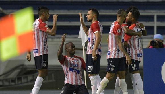 Junior sumó seis puntos y se acercó a Independiente del Valle y Flamengo, que suman 9 unidades en el Grupo A de la Copa Libertadores 2020. (Foto: AFP)