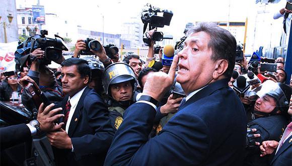 El ex presidente Alan García permanece dentro de la residencia del embajador de Uruguay a la espera de la decisión de Uruguay. (Foto: Agencia Andina)