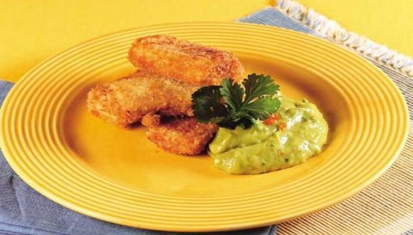Pescado frito en panko y salsa de palta