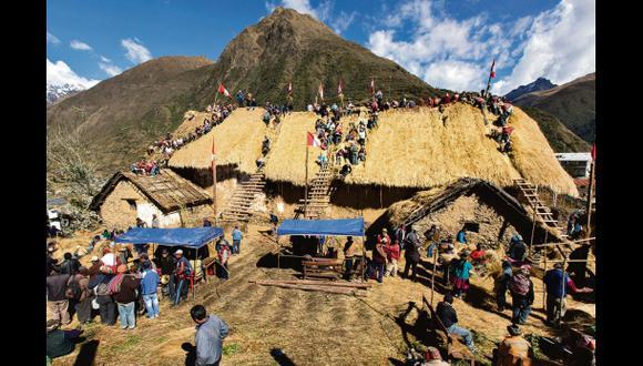 Vistiendo la iglesia de barro:El fascinante repaje de Marcapata