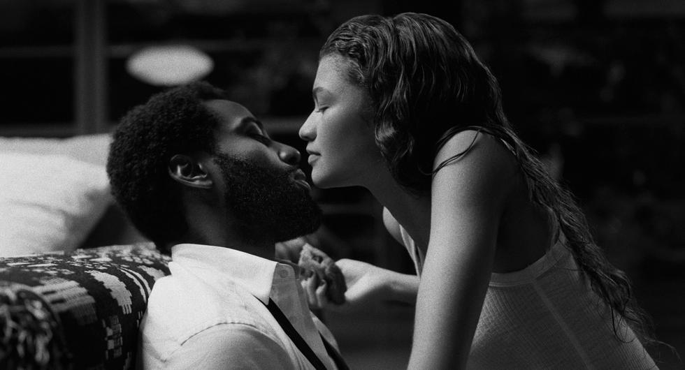"""Zendaya se sumerge en las turbulencias y el caos del amor con """"Malcolm & Marie"""", película dirigida por Sam Levinson, el creador de """"Euphoria"""", y en donde la actriz se mide en un duelo interpretativo con John David Washington. (Foto: Netflix)"""