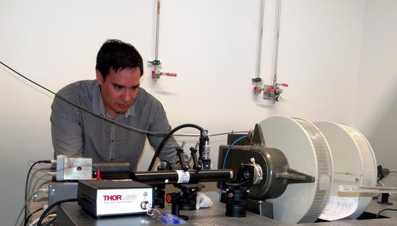Desde hace casi una década Nahuel Monteblanco desarrolla su investigación en ciencia en Francia. (Archivo personal)