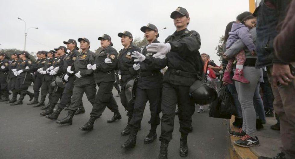 #NiUnaMenos: policía participó así en la marcha multitudinaria - 7