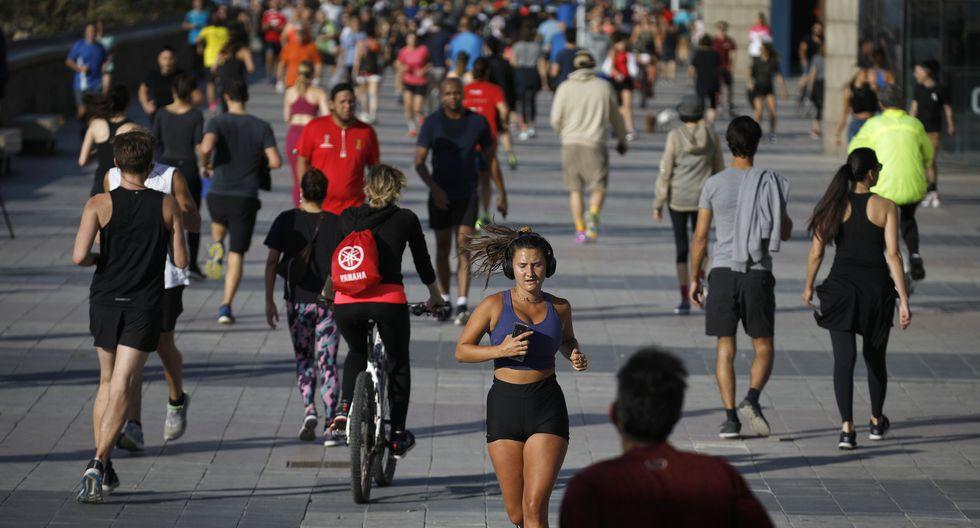 Las personas hacen ejercicio en Barcelona, España. (Foto AP / Emilio Morenatti).