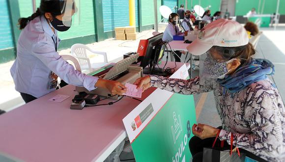 Beneficiarios del grupo 4 pueden cobrar el bono 600 soles en las agencias del Banco de la Nación. (Foto: GEC)