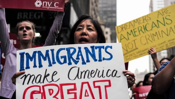 El lunes, el presidente Trump decidió suspender las visas de trabajo temporal y los permisos de residencia hasta fin de año. (AFP)