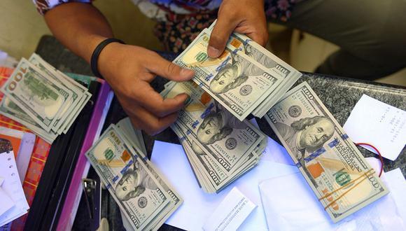 En el mercado paralelo o casas de cambio de Lima, el tipo de cambio se cotiza a S/3,605 la compra y S/3,630 la venta. (Foto: AFP)