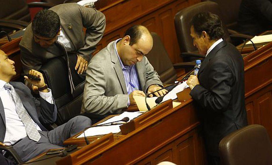 Tres bancadas firman moción para censurar al ministro Mayorga