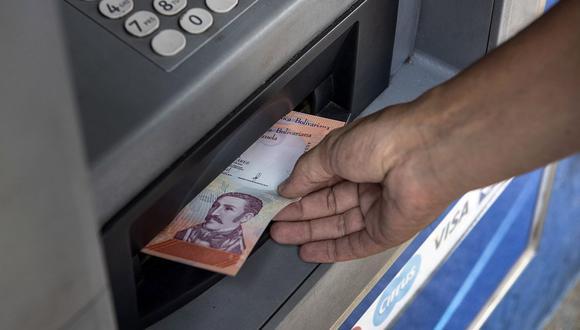 El dólar se negociaba por encima de los 4 millones de bolívares en el mercado informal de Venezuela. (Foto: AFP)