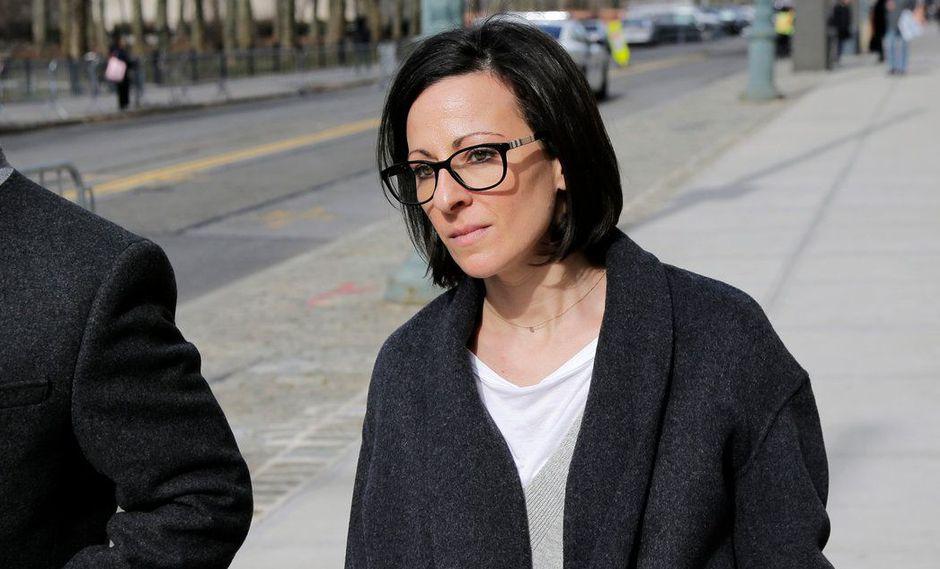 Lauren Salzman, una de las exintegrantes de Nxivm, camino a la corte el 20 de mayo Credit Seth Wenig/Associated Press