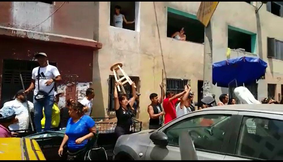 Municipio desalojó a ambulantes que ocupaban calles y avenidas cercanas a Gamarra. (Video: Difusión)
