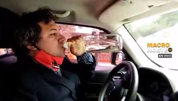 El alcalde de Moche y médico ginecólogo, Arturo Fernández, viralizó un video en el que toma dióxido de cloro como ayuda para combatir el coronavirus.