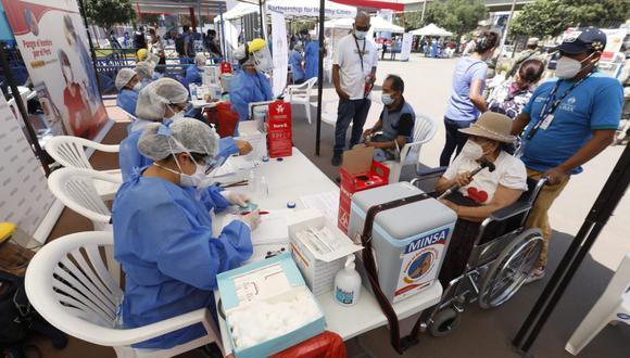 Ministerio de Salud señaló que entregará un lote de 3.510 dosis de la vacuna contra el COVID-19 a las compañías de seguro y Entidades Prestadoras de Salud (EPS) para que las apliquen a sus asegurados mayores de 85 años. (Foto: Minsa)