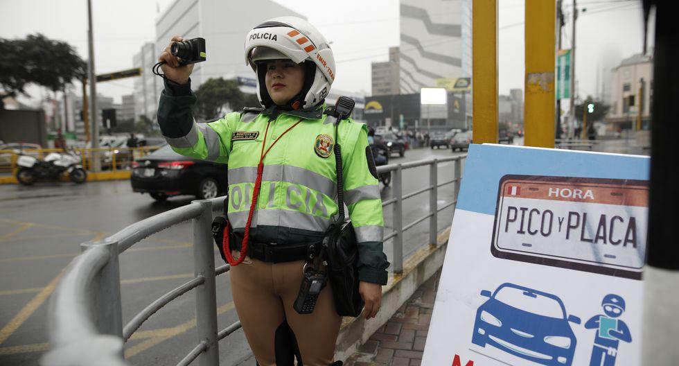 El plan 'Pico y placa' busca reducir la carga vehicular en horas punta en cuatro ejes viales de la capital. (Anthony Niño de Guzmán /GEC)