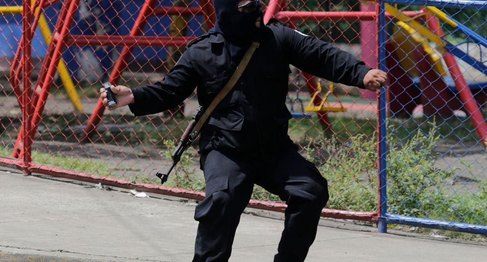 """Al menos un muerto y un herido reportó hoy la Policía Nacional en la marcha contra el Gobierno del presidente de Nicaragua, Daniel Ortega, y a favor de la liberación de los """"presos políticos"""". (AFP)."""