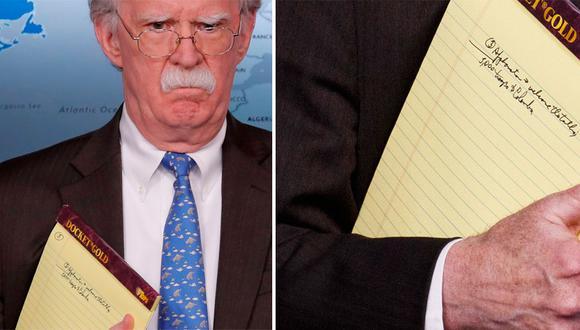 El consejero de Seguridad Nacional, John Bolton, no se cuidó de esconder las notas que llevaba en su libreta cuando anunció ante la prensa nuevas sanciones contra Venezuela. (Reuters/AP)