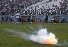 Colo Colo vs. Universidad Católica se suspendió luego de la explosión de un proyectil cerca del jugador Nicolás Blandi