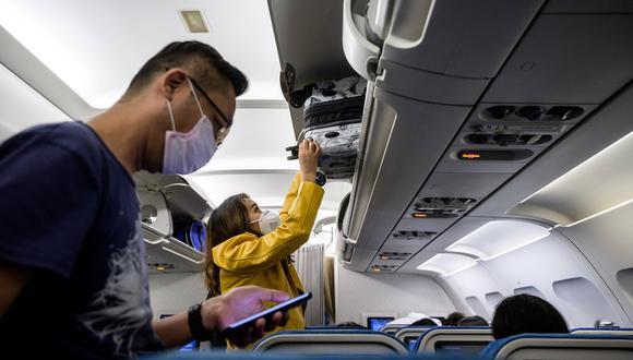 Aunque el flujo de pasajeros que viaja por avión dentro del Perú se duplicó en la última década, llegando a los 13,8 millones el año pasado, aún es poco frente a los que viajan en bus (85 millones) o frente a otros países de Sudamérica. (Foto: AFP).
