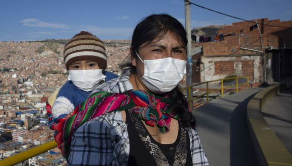 Según las cifras oficiales, al día 8 de abril, el país altiplánico cuenta con 210 casos confirmados y asciende a 15 el número de víctimas (Foto: AFP)