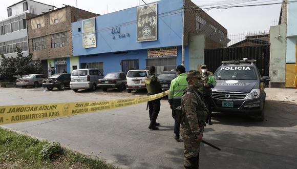 Local se ubica en la cuadra dos de la avenida El Zinc, en Los Olivos. Hasta el lugar llegaron contingentes policiales y militares para resguardar el perímetro y facilitar las diligencias respectivas. (Foto: Francisco Neyra / GEC)
