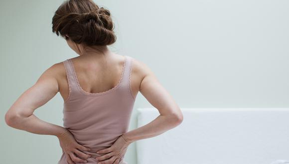 ¿Dolor de espalda crónico? Podrías tener espondilitis