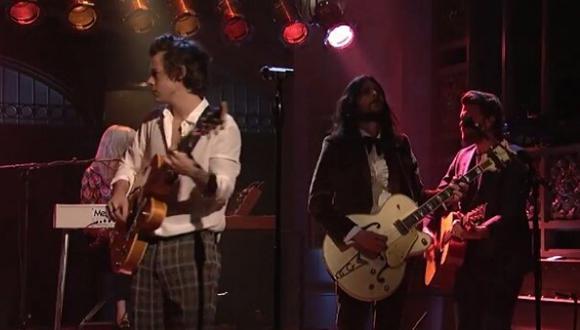 """Harry Styles debutó como solista en """"Saturday Night Live"""""""