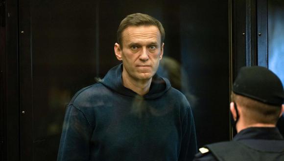 El líder de la oposición rusa Alexei Navalny, acusado de violar los términos de una sentencia suspendida de 2014 por malversación de fondos, comparece ante un tribunal de Moscú. (AFP).