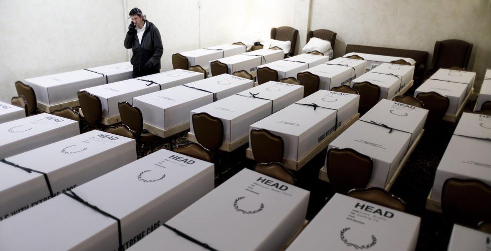 Una funeraria de Nueva York prepara 30 cuerpos de víctimas de coronavirus para su cremación (Foto: EFE / EPA / JUSTIN LANE).