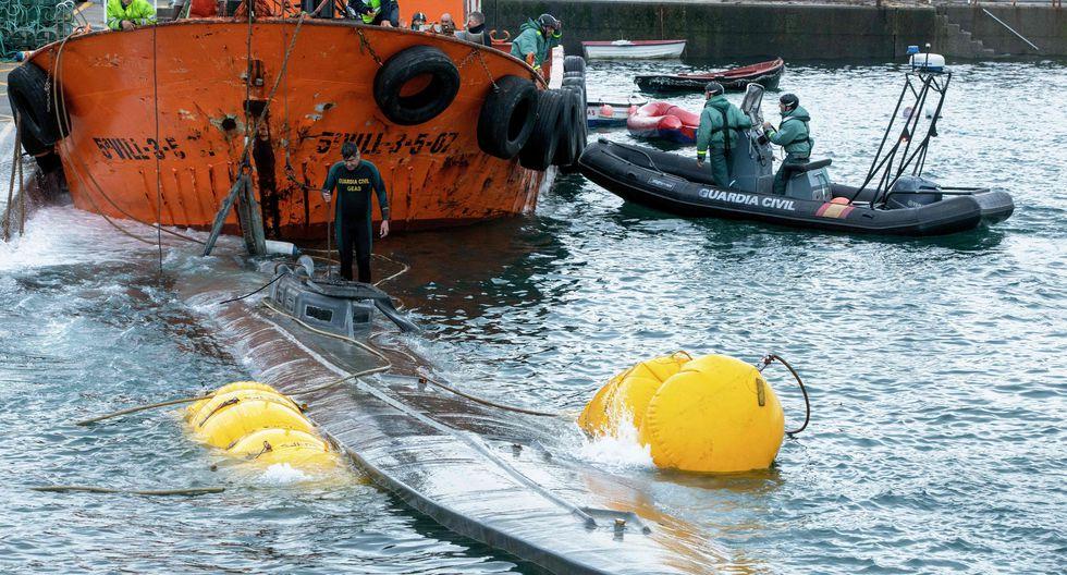 El narcosubmarino incautado en Galicia, España. (AFP / Lalo R. VILLAR).