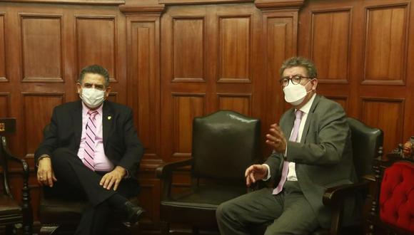 El ministro de Relaciones Exteriores, Gustavo Meza-Cuadra, acudió este domingo al Congreso para reunirse con Manuel Merino de Lama. (Foto: Congreso)