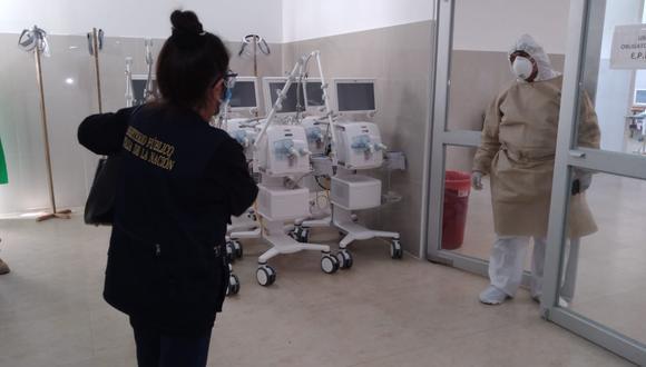 El pasado jueves, la fiscalía anticorrupción de Ucayali y la Diviac llegaron al hospital de contingencia COVID en Pucallpa: según el acta fiscal, encontraron doce ventiladores que sin operar, cinco de estos con problemas en las baterías.