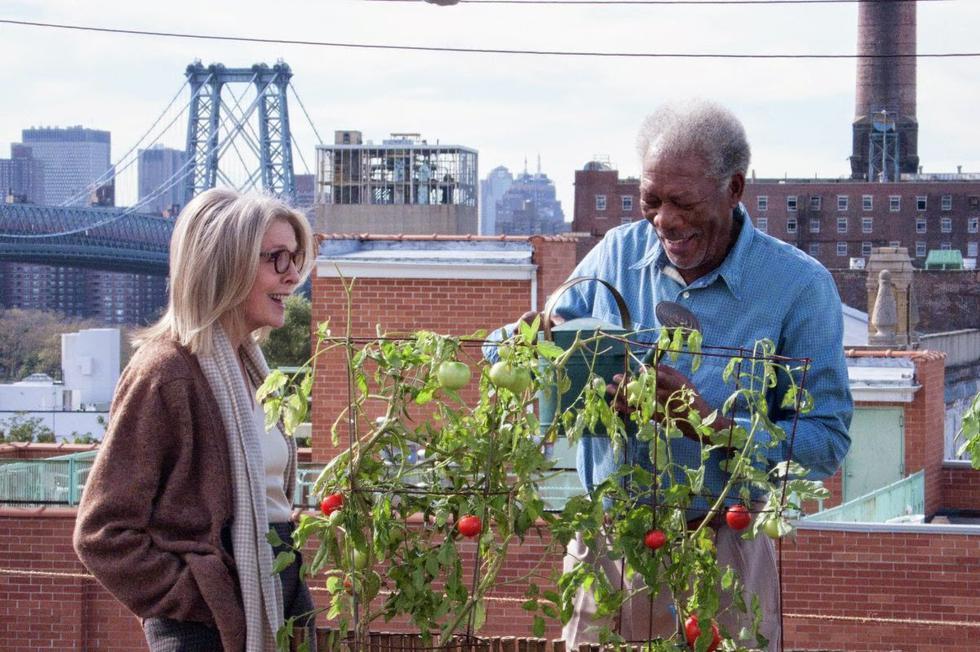 Diane Keaton y Morgan Freeman dan vida a la historia de Ruth y Alex Carver, una pareja mayor que tras 40 años de compartir un departamento se hayan ante la idea de vender su propiedad. Encuentra esta cinta, mezcla de drama y comedia, en Netflix.