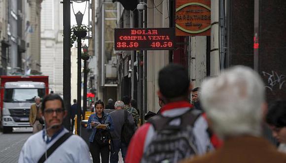 El valor del peso argentino se ha depreciado cerca de 50% desde enero. (Foto: EFE)