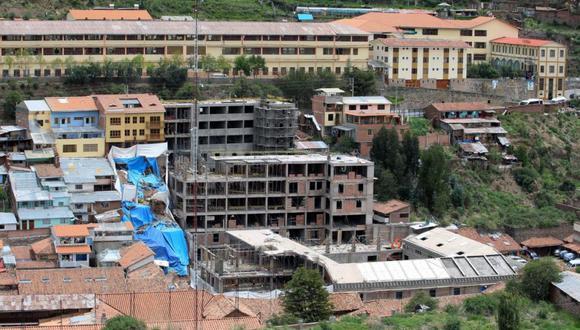 """Con la construcción de este edificio de 10 pisos se generó un daño """"grave e irreversible"""" al Patrimonio Cultural de la Nación. (Foto: archivo El Comercio)"""