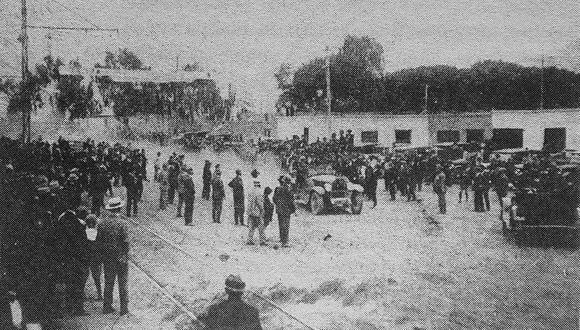 Desde 1925, el automovilismo de ruta se convirtió en el deporte de aventura más popular en el Perú. Los raid eran acontecimientos sociales y desde ese año no hubo zona del país a la que no intentaran llegar los automovilistas. La ruta en auto de Huancayo a Lima se inició en noviembre de 1927. (Foto: GEC Archivo Histórico)