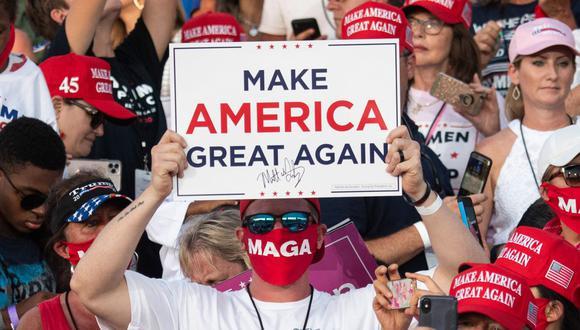 Los partidarios del presidente Donald Trump asisten a un mitin Make America Great Again en Sanford, Florida, el 12 de octubre de 2020. (Foto de SAUL LOEB / AFP).
