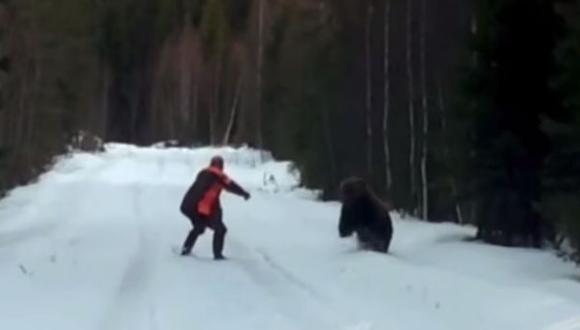 YouTube: cazador espantó a un oso con fuerte rugido [VIDEO]