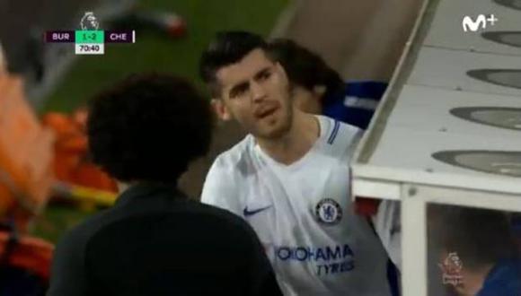 Álvaro Morata discutió con los hinchas del Chelsea tras ser reemplazado. Después realizó aspavientos en el banco de suplentes, los cuales han sido registrados por YouTube. (Foto: captura de pantalla)