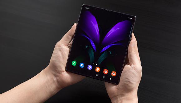 El dispositivo cuenta con una pantalla interna mucho más grande que su predecesor, sin notch. (Foto: Samsung)