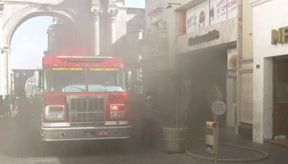 Arequipa: se registró incendio en local de McDonald's