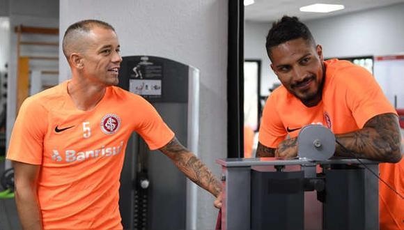 Andrés D' Alessandro en los entrenamientos del Internacional junto con Guerrero. (Foto: Agencias)